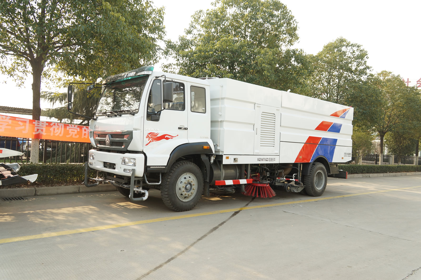 Cleaner truck