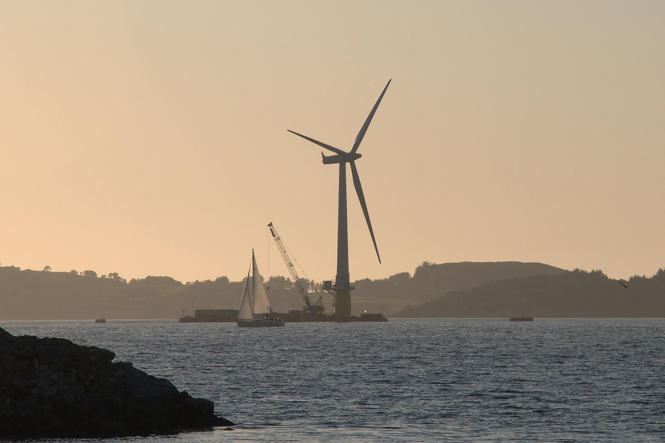 浮动式海上风力发电机组的安装