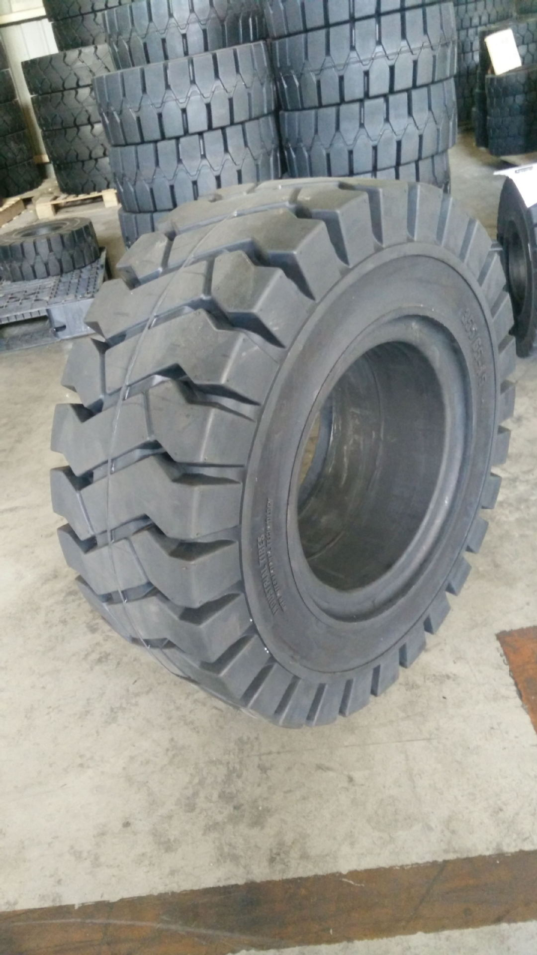 Industrial 355/65-15 tire