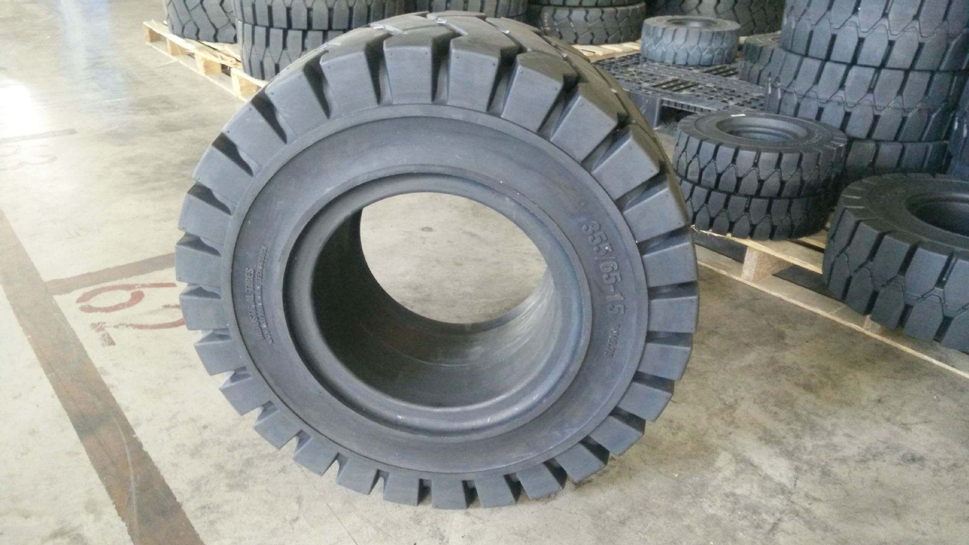 Profile view of 355/65-15 tire