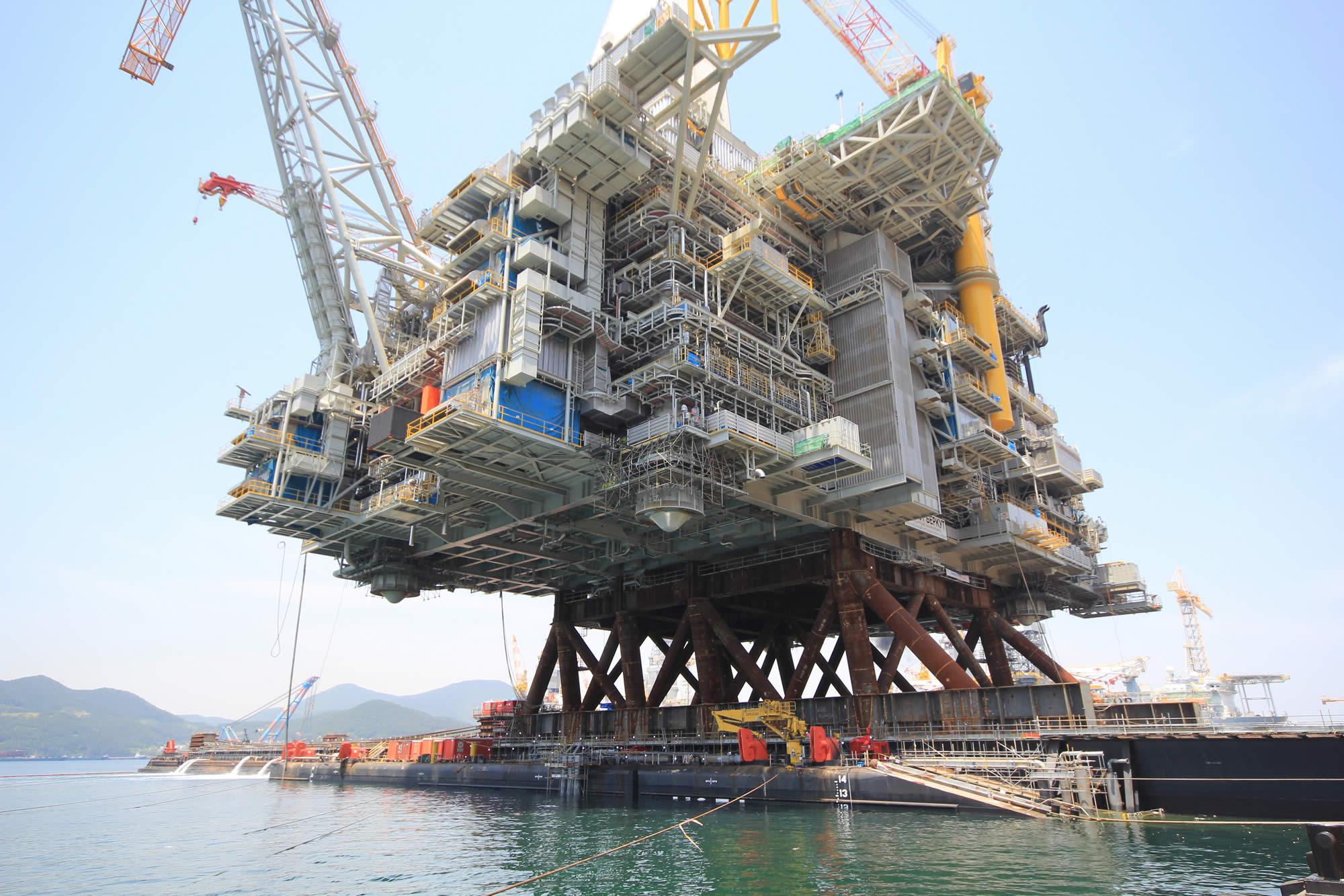 47830吨重石油钻井平台