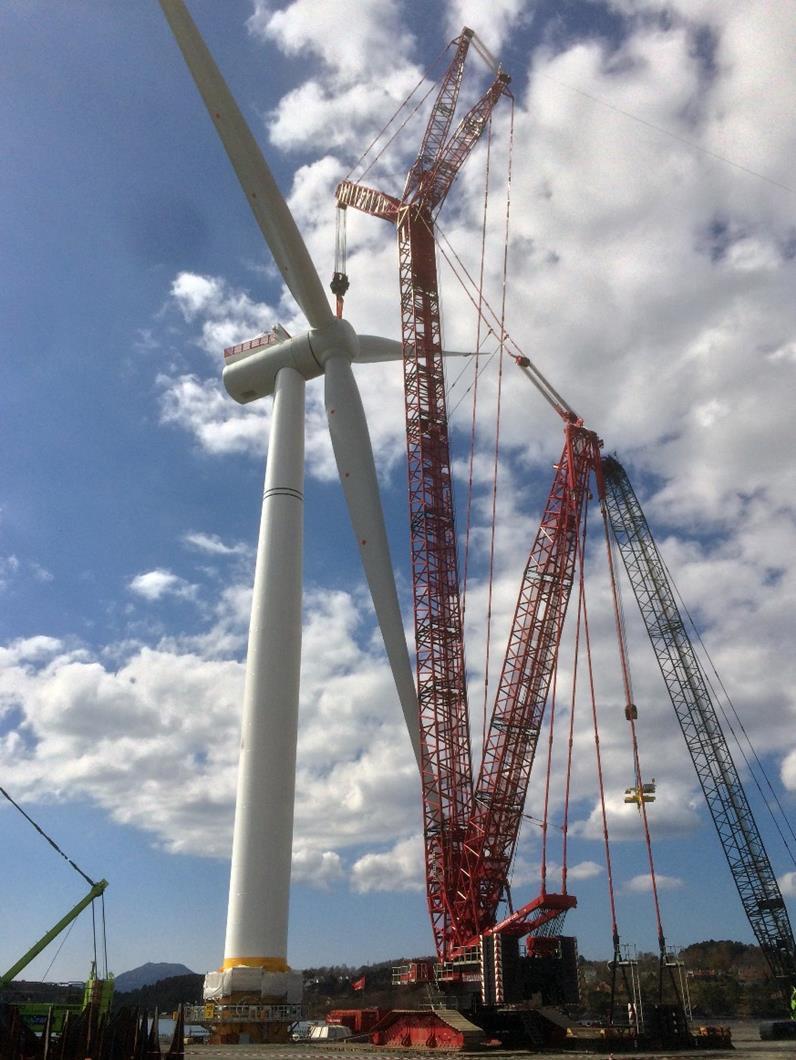 LR1100履带吊安装海上风力发电机组