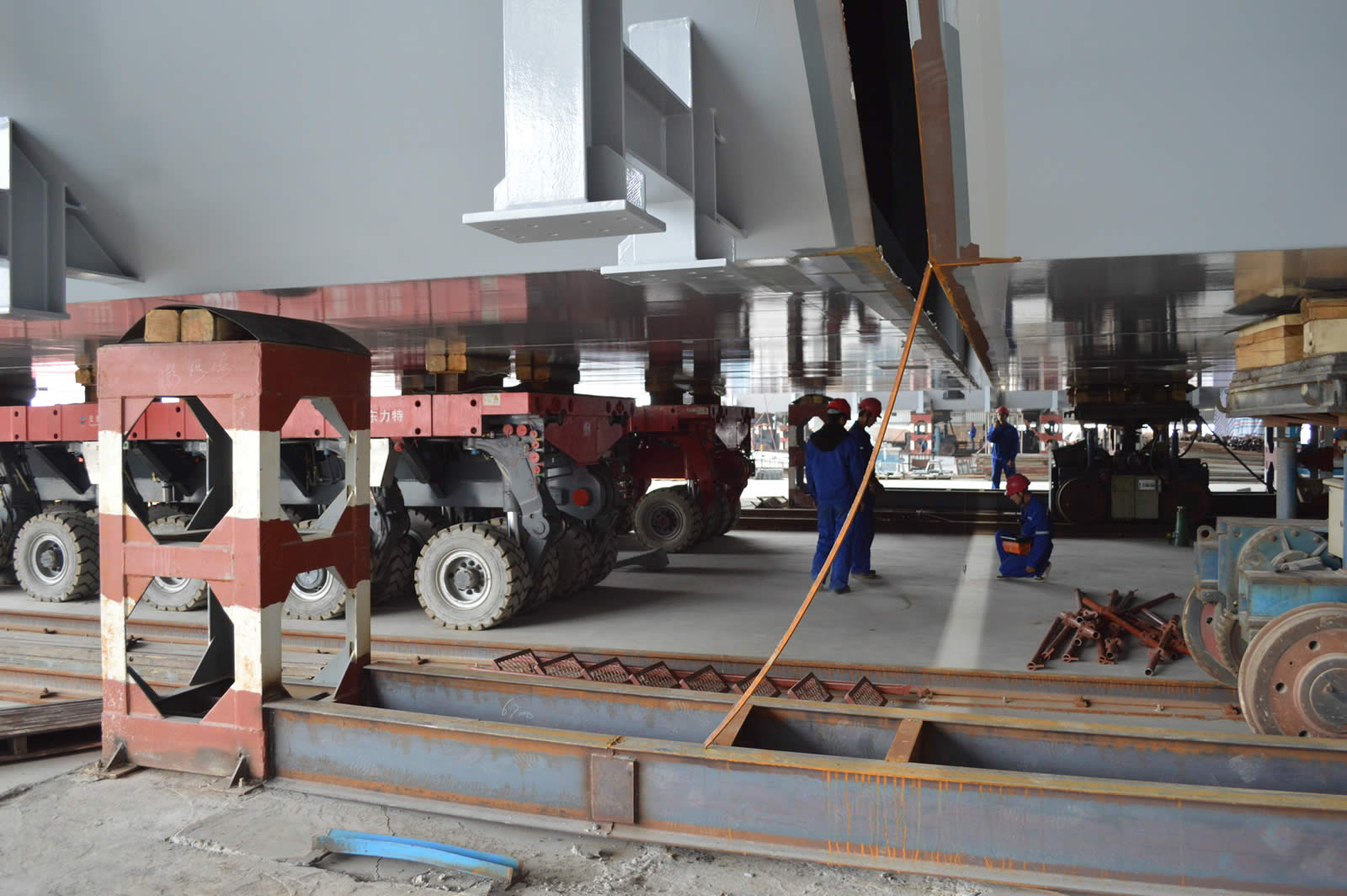 SPMT运输1650吨钢结构