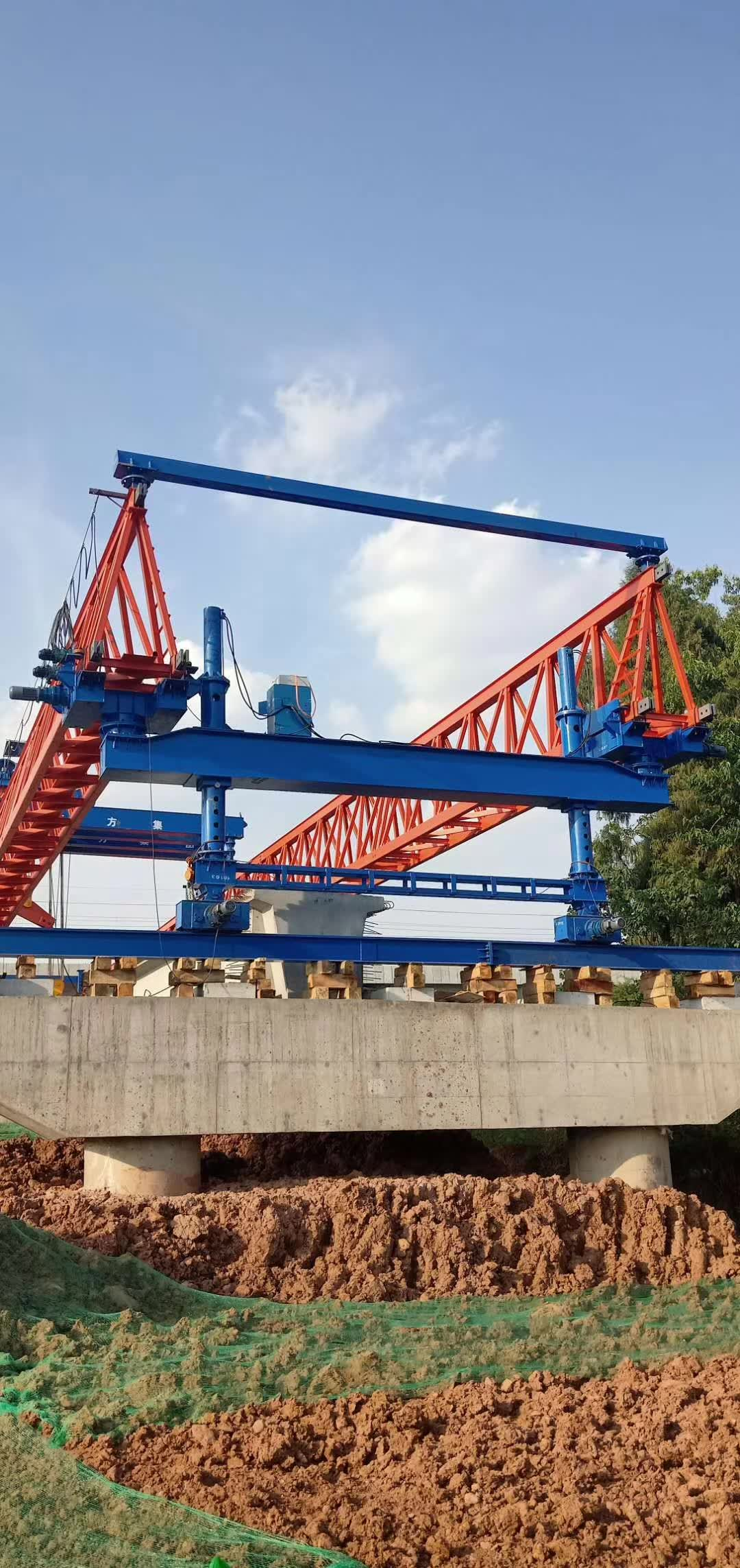 Bridge beam transport in Sichuan