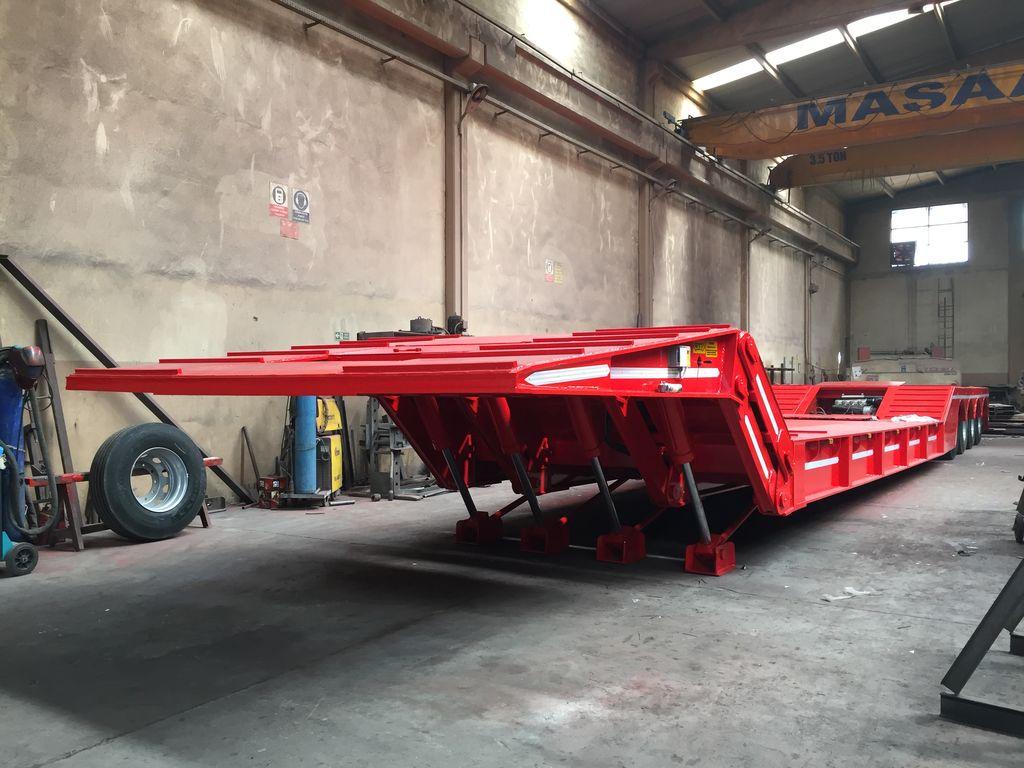 Folding gooseneck trailer