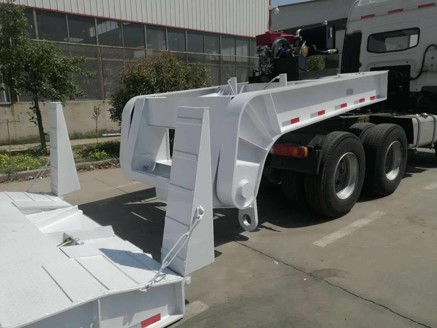 Front-loading ramp and removable gooseneck
