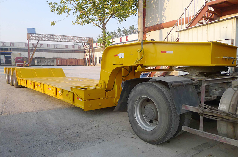 Removable gooseneck semi-trailer