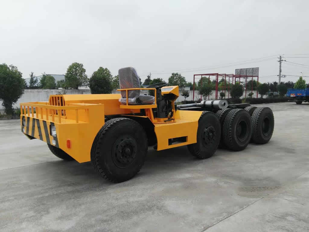 Self-propelled long beam trailer