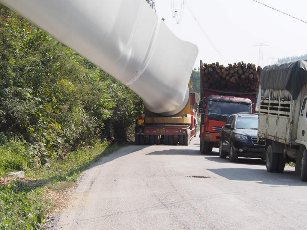Windmill blade adapter trailer needs less public road resources